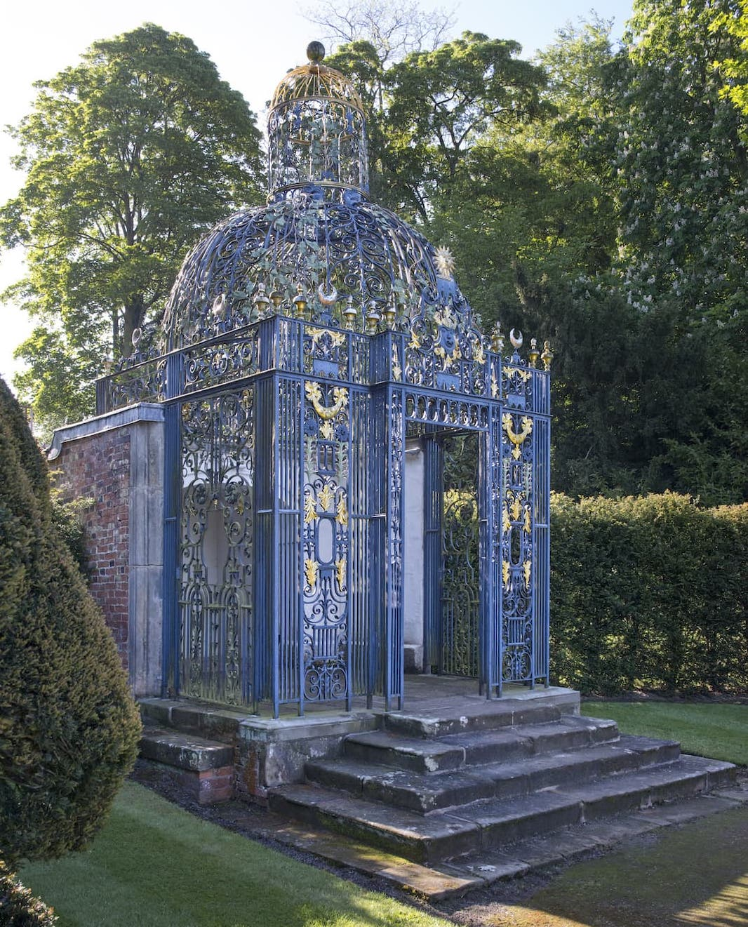 The Birdcage at Melbourne Hall Gardens
